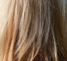 Nous vous proposons 7 astuces qui permettent d'éclaircir ses cheveux naturellement à la maison. Bonne lecture les Muslimette!