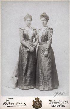 Infantas Maria de las Mercedes (left) and Maria Teresa of Spain.