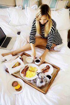 We spy bacon, coffee, fresh tomatoes, and some good old web-surfing. Perfection.