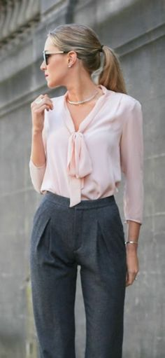 Nice 89 Professional Work Outfits for Women Ideas from https://fashionetter.com/2017/07/12/89-professional-work-outfits-women-ideas/