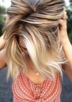 Blonde balayagae is one of the best hair colors combinations for ladies since last few years. You know balayage is a french hair coloring technique which is now has become most famous in all around the world. Women of various age groups always like to sport it.