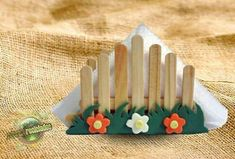 más y más manualidades: Fáciles servilleteros con palitos de madera Kids Crafts, Summer Crafts, Diy And Crafts, Arts And Crafts, Paper Crafts, Popsicle Stick Crafts, Popsicle Sticks, Craft Stick Crafts, Pop Stick