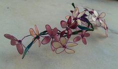 Flores de alambre y esmalte.Rosa Blanca