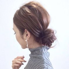 Love the low messy bun! Short Hair Updo, My Hairstyle, Messy Hairstyles, Short Hair Styles, Natural Hair Styles, Hair Arrange, Corte Y Color, Hair Setting, Asian Hair