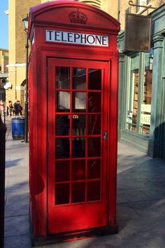 There's a British red phone booth located right outside the entrance to Diagon Alley. If you go inside the phone booth and dial MAGIC (962442), you'll get a message from the Ministry of Magic on the phone! Extra secret: the phone is an exact match to the phone that was used in the movie!