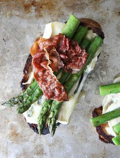 This is the kind of diet I can actually accomplish: Toast is relish. Asparagus, Crispy Prosciutto And Brie Tartine makes the easiest and tastiest dinner Think Food, Love Food, Allergy Free Recipes, Healthy Recipes, Cheap Recipes, Delicious Recipes, Healthy Food, Fingers Food, Clean Eating Snacks