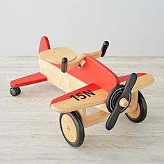 Airplane Ride-On  | The Land of Nod D'autres jouets pour bebe => http://amzn.to/2nK8lcv