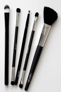 Pinsel von Ebelin, alle Anwendungs- und Pflege-Tipps rund um das Pinsel-Set gibt's auf www.miss-annie.de #beauty #beautyblogger #blogger #brush #blush #eyemakeup #emu #makeup