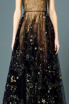 Valentino \\ Black with Stars - my dream dress for all time Looks Style, Mode Inspiration, Fashion Inspiration, Mode Style, Dream Dress, Dress Me Up, Pretty Dresses, Beautiful Outfits, Dress To Impress