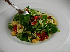 Summer Salad - Orzo Salad with Spinach & Chickpeas. #vegetarian #recipe #thetastyfork