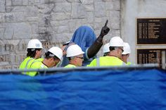 They hid Paterno's face when removing statue.