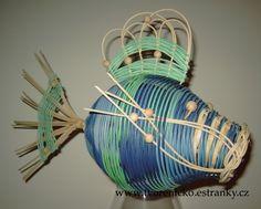 Pletení z pedigu a další moje tvoření - Fotoalbum - C) NÁVODY a RADY - Ryba z pedigu - postup Wicker Baskets, Weaving, Arts And Crafts, Pets, Decor, Photograph Album, Decoration, Loom Weaving, Crocheting