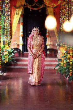 Portraits for NDTV Good Times Band Baaja Bride with Sabyasachi Mukherjee - Wedding Chronicles India Pictures Indian Wedding Poses, Indian Wedding Photography, Bengali Wedding, Indian Weddings, Outdoor Photography, Romantic Weddings, Photography Ideas, Wedding Saree Blouse, Bridal Lehenga