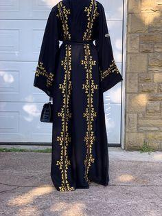 Modest Fashion, Hijab Fashion, Modern Abaya, Gold Heels, Mode Hijab, Hijabs, Slay, Fashion Brand, Kimono Top
