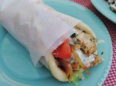 Home made 'pita' I Love Food, Good Food, Yummy Food, 15 Min Meals, Gyro Pita, Gyro Recipe, Dips, Greek Recipes, Diy Food