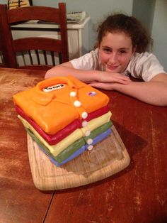 Polo Shirt Cake.  www.daddydaddycool.com Shirt Cake, Polo Shirt, Holiday, Desserts, Projects, Food, Tailgate Desserts, Log Projects, Polo