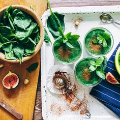 Green smoothies with leaves of fresh mint by KonstantinKolosov. From above crop shot of green smoothies with leaves of fresh mint on the kitchen desk Two Week Diet, Fresh Mint, Veggie Recipes, Fresh Rolls, Weight Loss, Lose Weight, Veggies, Veggie Dinner, Green Smoothies
