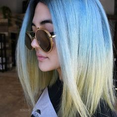 TROPICAL VIBES OCEAN BLUE/ PASTEL YELLOW. Got inspired watching Planet Earth last night i used @schwarzkopfusa & @brazilianbondbuilder #b3 for the color. Styled by @c00lidc huge shoutout to @shmeggsandbaconn for being an amazing photographer . #BESCENE