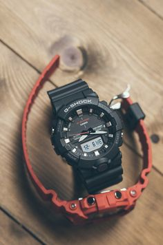 G-Shock in classic colors G Shock Watches, Casio G Shock, Sport Watches, Stylish Watches, Luxury Watches For Men, Cool Watches, G Shock Men, Swatch, Hand Watch