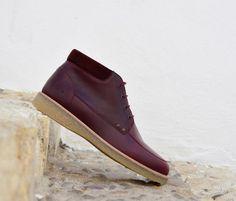 amorshoes-bota-mondrian-orange-c-bordeaux-burdeos-suela-crepe Mondrian, Messenger Bags, Men's Shoes, Ankle, Tips, Model, Photography, Collection, Design