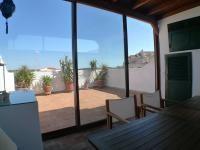 Terraza privada con zona de estar cerrada. Muy acogedor. En el centro de #Mahón #Menorca