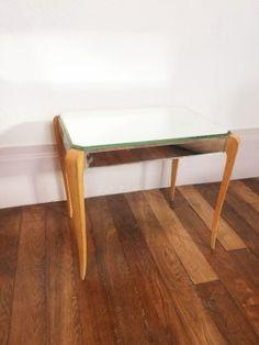 Table basse vintage rectangulaire avec plateau et côtés en miroir style vénitien.