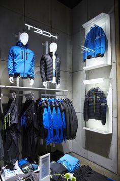 (simplicidad, ausencia de color, uso de materiales recuperados, uso de artículos del entorno, poca luz)   Jack and Jones store by Riis Retail Kolding Denmark
