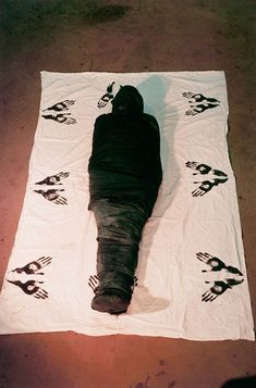 Ana Mendieta, Documentation of earth/body work with cloth and paint, 1976