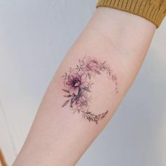 Flower Tattoo by 타투이스트. 타투이스트 꽃 artist works on women's tattoos and works exclusively for women. Continue Reading and for more Flower Tattoo designs → View Website Bff Tattoos, Girl Back Tattoos, Forearm Tattoos, Sexy Tattoos, Cute Tattoos, Body Art Tattoos, Tattoo Arm, Tattos, Arm Tattoos For Women Forearm