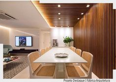 """Sala para se apaixonar!  Somos loucas por painel ripado e gamamos neste painel em """"L"""" delimitando o espaço da sala de jantar. Amor à primeira vista!  Por Fábrica arquitetura. Ad Pinterest/ arqdecoracao @arquiteturadecoracao @acstudio.arquitetura #arquiteturadecoracao #olioliteam #instagrambrasil #decor #arquitetura #saladejantar #adsalajantar #painelripado Drawing Room, Interior Walls, Ceiling Design, Interiores Design, Interior Architecture, Furniture Design, Interior Decorating, Room Decor, House Design"""