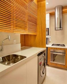 WEBSTA @ arqteturas - Essa área de serviço parece bem generosa, aumentei a minha retirando um quarto reversível, assim ganhei espaço também na sala e cozinha. A madeira é sempre um charme e deixou a área mais interessante. #blogarqteturas #decoracao #blogsdecor #laundry #decorblog #instadecor #areadeservico www.arqteturas.blogspot.com.br