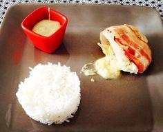 Roulés de poulet lardés fourrés à la fourme accompagnés de riz basmati et d'une sauce à la fourme / Zabou s'éclate en cuisine Sauce, Grains, Food, Rice, Love Birds, Chicken, Kitchens, Essen, Meals