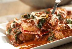 Skillet Pork Chops Florentine Juicy pork chops are sauteed to perfection and served with an appealing sauce made with marinara Italian sauce, frozen chopped spinach and onion, then topped with shredded mozzarella cheese. Pork Chop Recipes, Ww Recipes, Cooking Recipes, Skillet Recipes, Cooking Pork, Skillet Dinners, Fast Recipes, Skinny Recipes, Easy Dinners