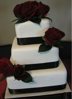 Red and black and white cake| Gothic wedding idea