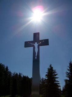 "Don Frost Sculpture - "" I am the light of the world "" John Ice Sculptures, Sculpture Art, Garden Sculptures, Bible Photos, Cross Pictures, Old Rugged Cross, Sign Of The Cross, Holy Cross, Light Of The World"