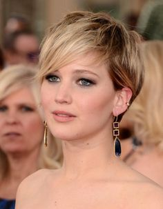 Jennifer Lawrence Pixie, Jennifer Lawrence Photos, Classy Hairstyles, Cropped Hairstyles, Short Hair Cuts, Short Hair Styles, Photo Star, Crop Hair, Hunger Games