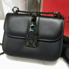Valentino Glam Lock VALENTINO Lock small leather shoulder bag. Just worn a few times, it has a good condition. Packaging: Dustbag, Original box, Card or certificate Valentino Bags Shoulder Bags