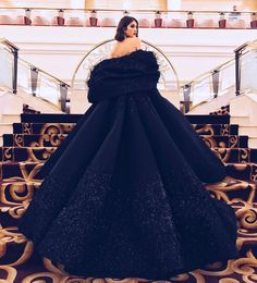 8,925 vind-ik-leuks, 316 reacties - Nour Arida (@nouraridaofficial) op Instagram: 'Dramatic entrance at the #MissLebanon2017 pageant tonight - wearing this masterpiece couture gown…'