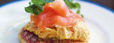 Zeste   Scones aux pommes de terre, oeufs brouillés et saumon fumé
