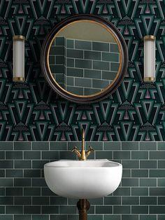 Wallpaper Toilet, Art Deco Wallpaper, Green Wallpaper, Bathroom Wallpaper Green, Luxury Wallpaper, Art Deco Kitchen, Art Deco Bathroom, Bathroom Inspo, Bathroom Inspiration
