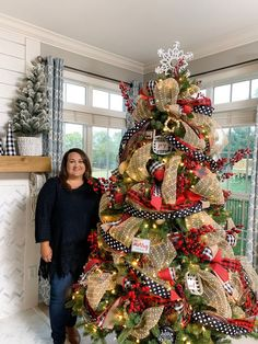 Are you searching for inspiration for farmhouse christmas tree? Browse around this site for very best farmhouse christmas tree inspiration. This specific farmhouse christmas tree ideas appears to be totally fantastic. Ribbon On Christmas Tree, Christmas Tree Themes, Xmas Decorations, Christmas Diy, Christmas Wreaths, Holiday Decor, How To Decorate Christmas Tree, Flocked Christmas Trees Decorated, Buffalo Check Christmas Decor