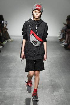 Christopher Raeburn Spring 2019 Ready-to-Wear Fashion Show Collection: See the complete Christopher Raeburn Spring 2019 Ready-to-Wear collection. Look 13