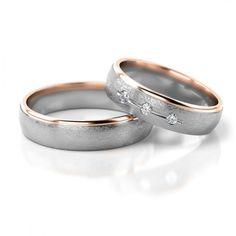 Modern bicolor wedding rings made of white gold and rose gold. The rings are frosted on the outside. The narrow red gold stripe is polished. The wedding rings have a modern, timeless design. Diamond Cluster Engagement Ring, Engagement Ring Shapes, Antique Engagement Rings, Delicate Rings, Unique Rings, Wedding Ring Sets Unique, Couple Style, White Gold, Wedding White
