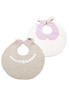Babybites - Pack de Baberos NIÑA // Cuello Claudine + Perlas http://babybites.es/productos/pack-baberos-lino-perlas-cuelloclaudine-nina