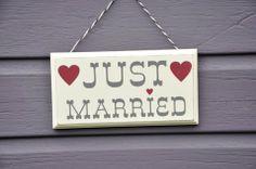http://www.modernconfetti.com/1291-product_large/pancarte-bois-just-married.jpg