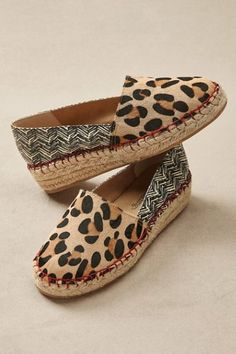 Bare your artistic sole with these expressive espadrilles with 1-1/2 jute wedge and faux suede padded footbed. Mixing textures and textiles, they punch up any outfit, even go-to favorites.