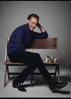 tom hiddleston with a kitty who gives as good as he gets
