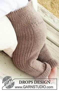 Drops Baby - Knitted Pants In With Rib For Baby And Children In Drops Merino Extra Fine - Free Pattern By Drops Design - Diy Crafts - moonfer Baby Leggings, Baby Pants Pattern, Crochet Baby Pants, Knit Crochet, Knit Pants, Knitted Baby, Pattern Trousers, Baby Knitting Patterns, Knitting For Kids