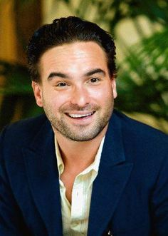 Johnny Galecki_His timing is impeccable. Tv Actors, Actors & Actresses, Chuck Lorre, Soft Kitty Warm Kitty, Johnny Galecki, Moving To Chicago, Freaks And Geeks, Female Friends, Celebs