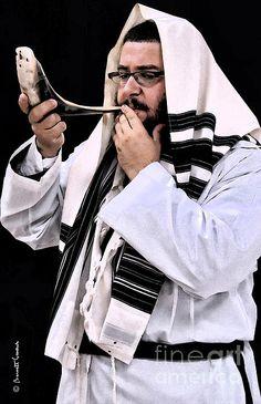 shofar blowing at rosh hashanah